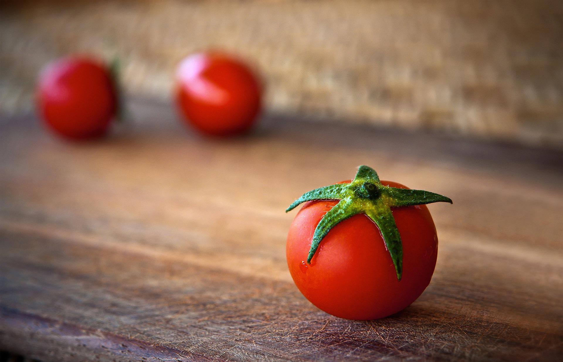 tomato-1205699_1920